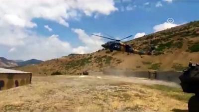 Üzerine sıcak su dökülen bebek askeri helikopterle kurtarıldı - BİNGÖL