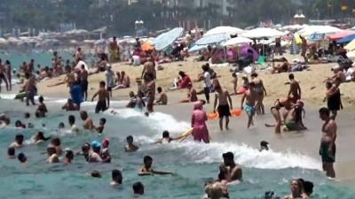 Kavurucu sıcaktan bunalanlar sahile indi