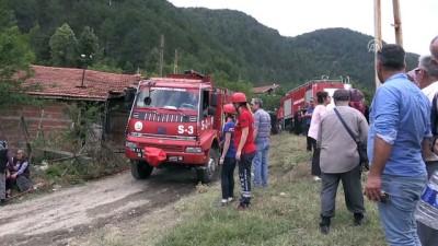 Köyde çıkan yangında cami, köy odası ve 6 ev yandı (2) - KARABÜK