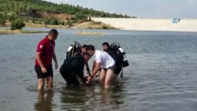 Oynamak için gölete giden kardeşlerden biri boğuldu diğerini balık tutan vatandaşlar kurtardı