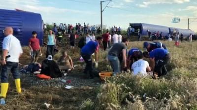 saglik ekibi -  Tekirdağ'da yolcu treni devrildi: Yaralılar var
