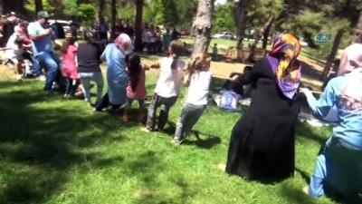 Kahramanmaraş'ta yetim şenliği