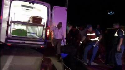 Otobüs ile traktör çarpıştı, 2 ölü 3 yaralı