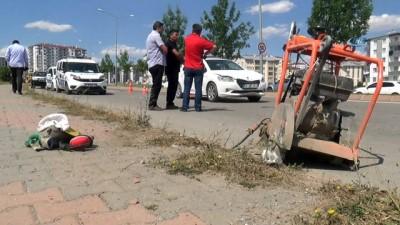 onarim calismasi -  Otomobil çarpan işçi ağır yaralandı