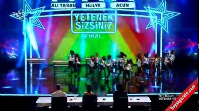 Quenns Of The Dance grubunun final performansı