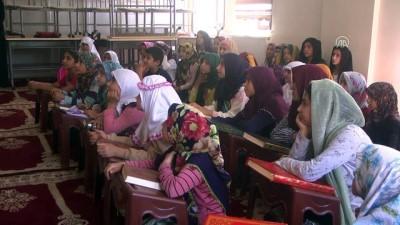Teröristlerin tahrip ettiği camilerde çocuklar yeniden Kur'an öğreniyor - HAKKARİ