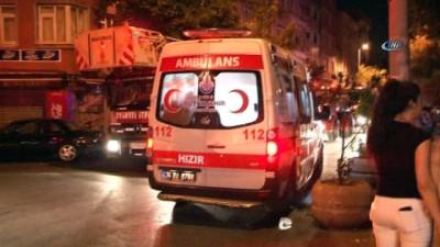 Fatih'te korkutan yangın... İtfaiye, çift parklanmadan dolayı sokağa giremedi