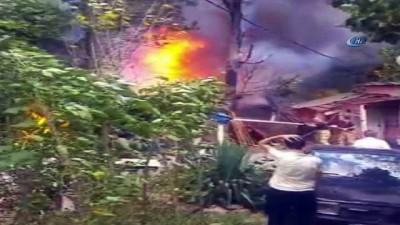Sultangazi'de korkutan yangın