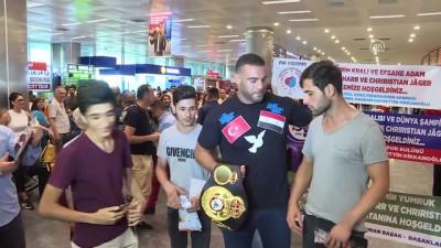altin kemer - Suriye asıllı boksör Charr, Türkiye'ye geldi - İSTANBUL