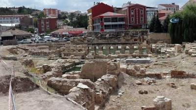 2 bin yıllık tarihi Roma Hamamı arkeolojik kazıları havadan görüntülendi