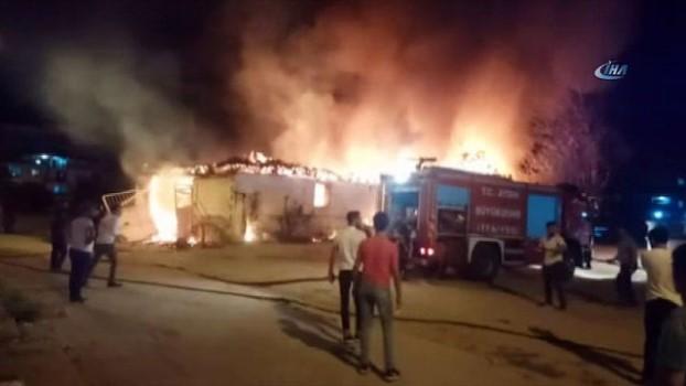 yangin yeri -  Nazilli'deki yangında bir ev kül oldu
