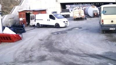 Önce araçların tekerlerini patlattılar sonra depoyu soydular... O anlar kamerada