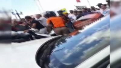 Taksim Meydanı'nda taksiciler ile kuryenin kavgası kamerada