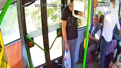 Bursa'da seyir halindeki yolcu otobüsüne taşlı, sopalı saldırı kamerada