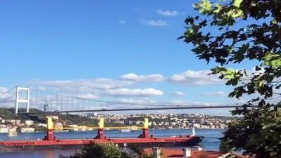 İstanbul'da arızalanan kargo gemisi demir attı