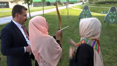 Yabancı öğrenciler Karesi'de ok attı