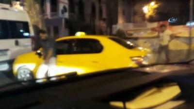 Beyoğlu'nda uyuşturucu madde kullanan taksici aracının başında böyle sızdı