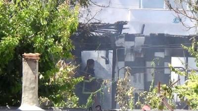 Burdur'da ev yangını... Yanan ev kullanılamaz hale geldi
