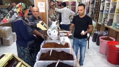 Esnaf, dolar bozdurana Türk kahvesi dağıtıyor
