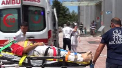 direksiyon -  Minibüs refüje devrildi: 8 yaralı