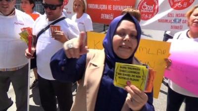 Denizli'de engelli vatandaşlarda çıkartmalı protesto