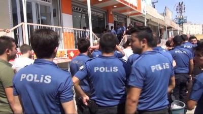 Dövizini alan polis Türk Lirası'na sahip çıkmak için sıraya girdi