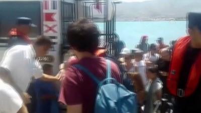 Feribot karaya oturdu (3) - Yolcuların tahliyesi - ÇANAKKALE