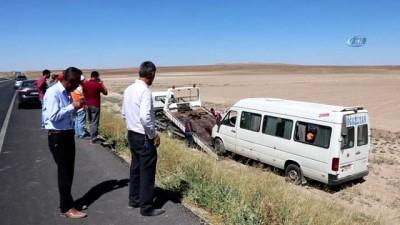 direksiyon -  Lastiği patlayan yolcu minibüsü şarampole yuvarlandı: 17 yaralı