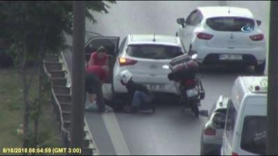 TEM Otoyolu'nda 'insanlık ölmedi' dedirten görüntüler...Yaralı köpeği arabaya alıp veterinere götürdüler
