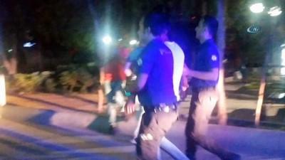 grup genc -  'Yan baktın' tartışması bıçaklı kavgaya dönüştü: 4 yaralı