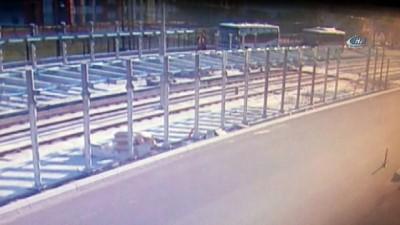 Yolun karşısına geçmeye çalışan kadın otobüsün altında kalarak can verdi...Feci kaza kamerada