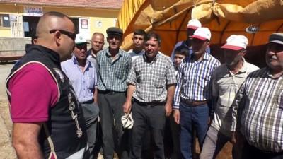 Yozgat'ta polis ekipleri hayvan pazarında sahte para uyarısı yaptı