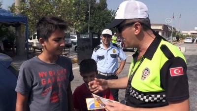 Aydın'da çocuklardan hatalı sürücülere 'Kırmızı düdüklü' uyarı
