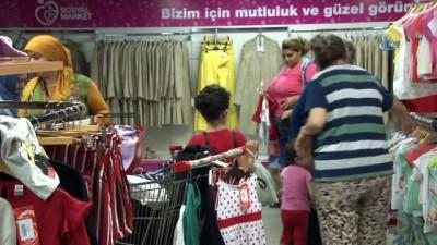 Beyoğlu'nda bulunan Sosyal Market bayram öncesi yüzleri güldürdü