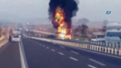 Devrilen akaryakıt tankeri alev alev böyle yandı