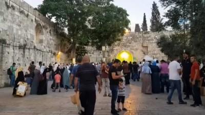 - Filistinliler İsrail askerleri tarafından kapatılan Mescid-i Aksa önünde eylem yaptı