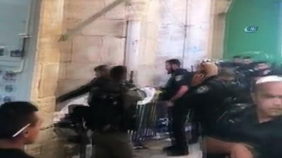 - İsrail askerleri Mescid-i Aksa önünde bir Filistinliyi öldürdü - İsrail askerleri Mescid-i Aksa'nın kapılarını kapattı