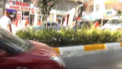 direksiyon -  Manavgat'ta yola dökülen mazot ve yağ faciaya sebep oluyordu