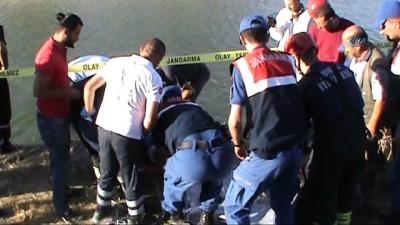 direksiyon -  Otomobil sulama kanalına uçtu, yaşlı çift hayatını kaybetti