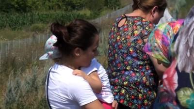 kurtarma ekibi -  Rahatsızlanan çocuk için emniyet şeridinde duran yolcu otobüsüne kamyon çarptı: 4 yaralı