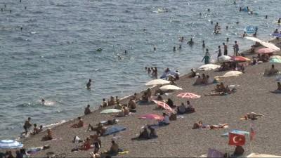 Antalya'da sahillerde bayram yoğunluğu