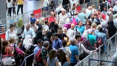 destina -  Atatürk Havalimanı'nda bayram yoğunluğu sürüyor