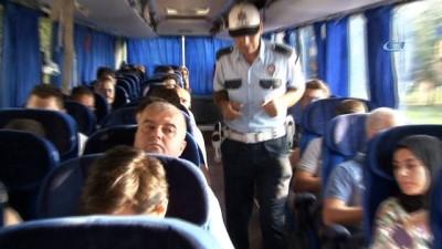 Polisten kurban bayramı tatiline giden yolculara emniyet kemeri uyarısı