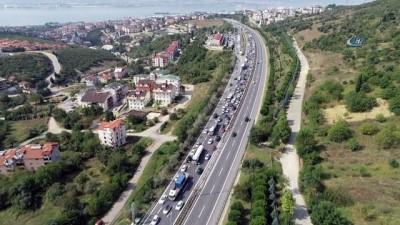 TEM Otoyolu Kocaeli güzergahında trafik havadan görüntülendi
