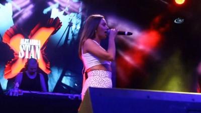 Dünya starı Alexandra Stan'dan Çanakkale'de muhteşem konser