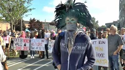 Danimarka'da peçe ve burka yasağına maskeli tepki