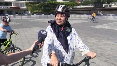 Bisiklet sürmeyi öğrenmenin yaşı yok - İSTANBUL