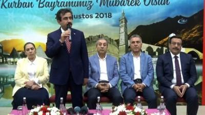 Diyarbakır protokolü vatandaşlarla bayramlaştı