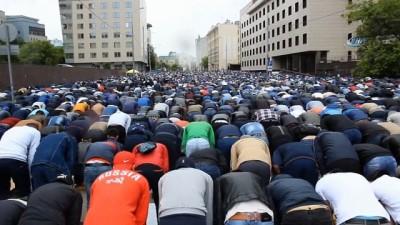 - Rusya'da Müslümanlar Bayram Namazına Akın Etti