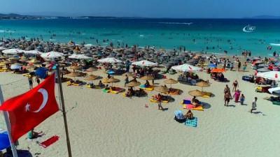 Tatilciler akın etti, Çeşme'nin nüfusu 25 katına çıktı